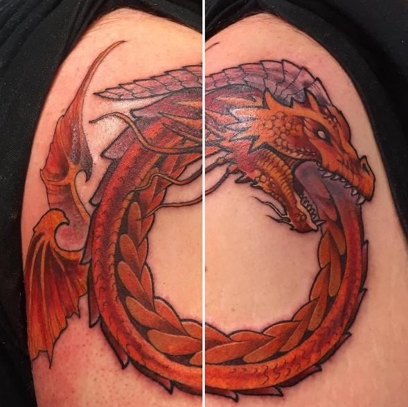 Цветная татуировка уроборос