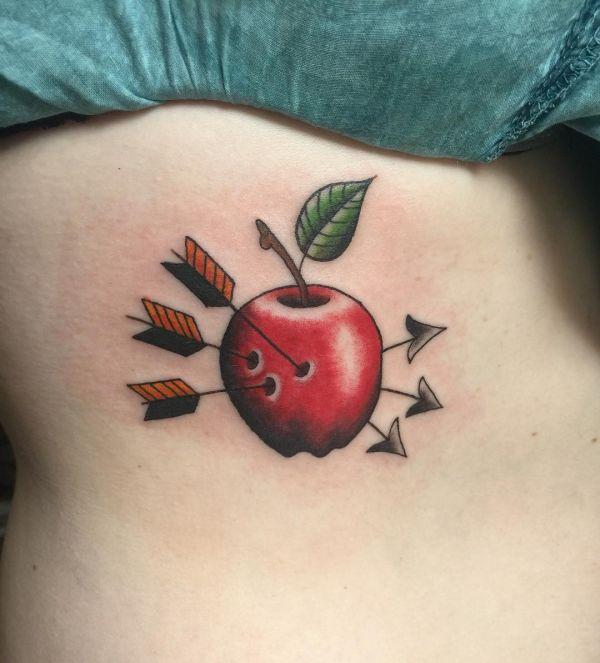 Красное яблоко, пронизанное тремя стрелами