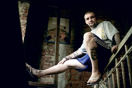 Баста с татуировками на руке и ноге