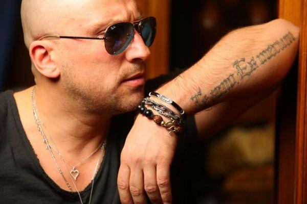 Надпись у Дмитрия Нагиева на руке: татуировка