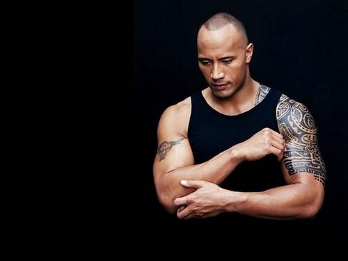 татуировки на руках у Дуэйна Джонсона