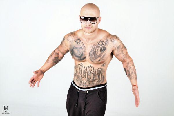 Джиган с татуировками: еще один ракурс