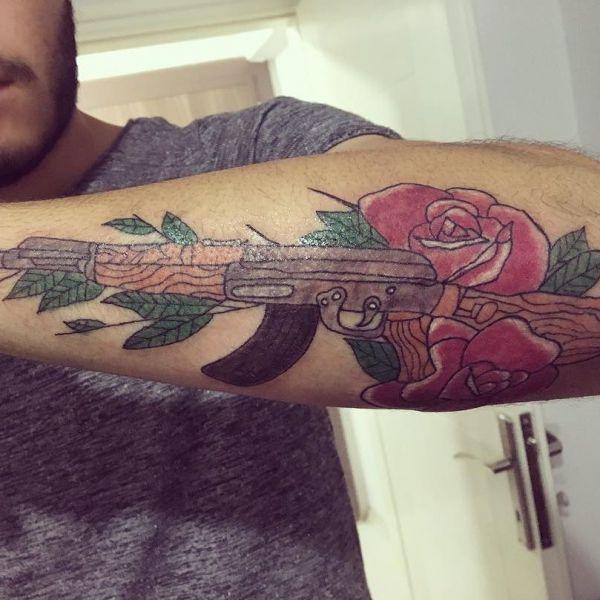 Татуировка оружия автомата Калашникова