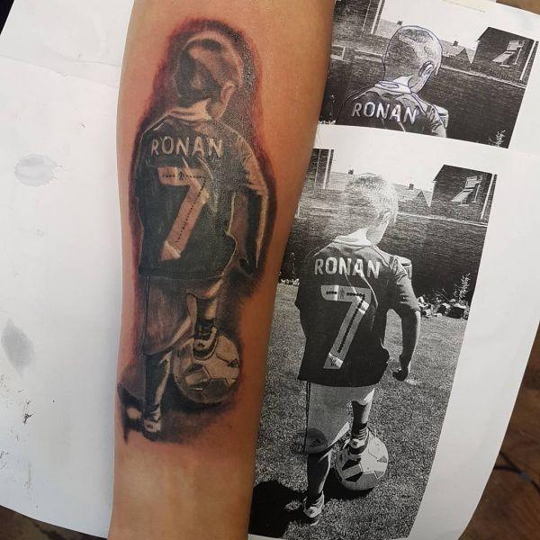 Татуировка в память футболисту сыну