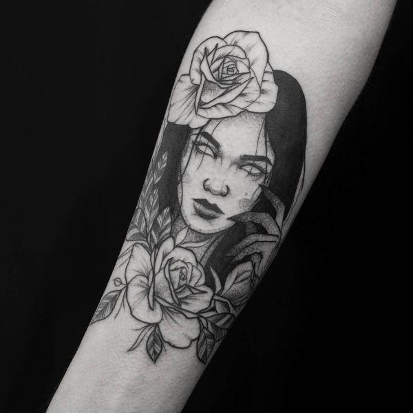 Девушка с цветами и без глаз