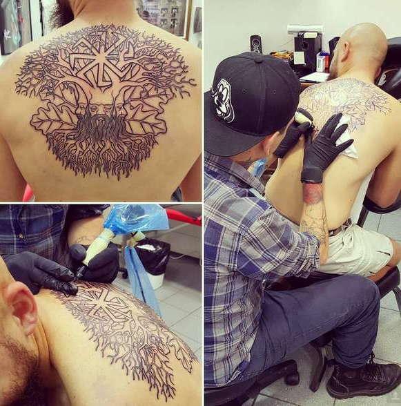 Славянская татуировка в виде дерева на спине