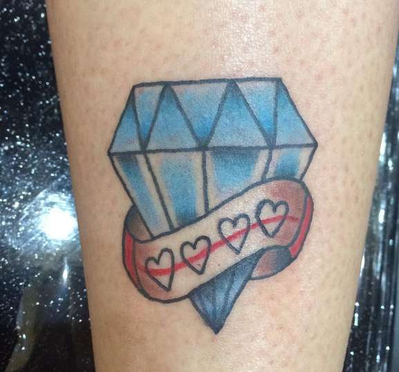 Бриллиант с лентой и сердечками