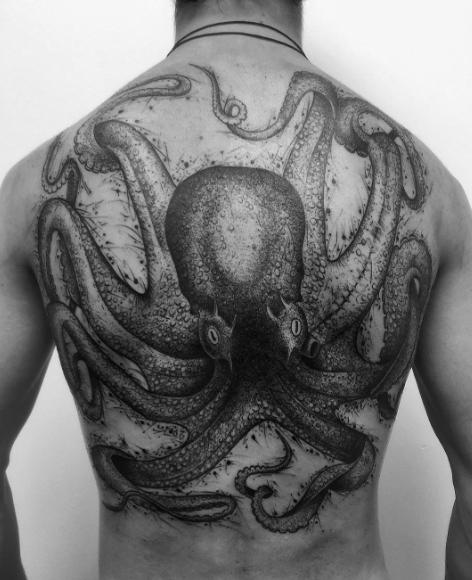 Что такое Значение татуировки розы у девушки 5