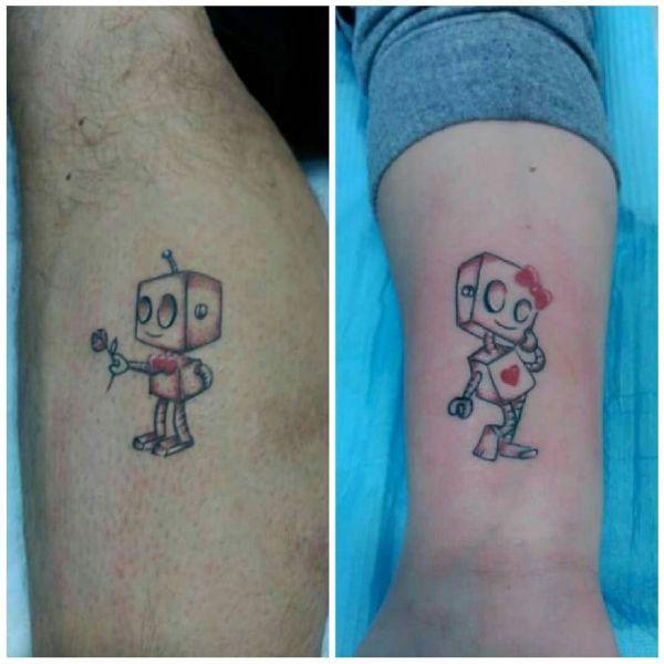 Татуировка в виде двух роботов