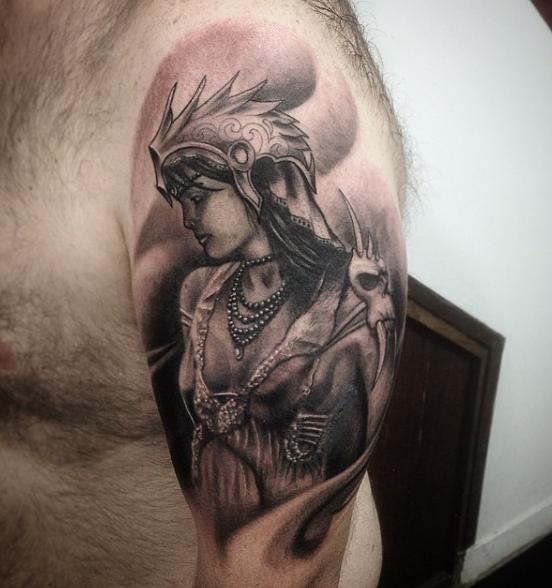 Валькирия на плече в стиле реализм