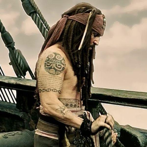 Полинезийская татуировка Джека Воробья на плече