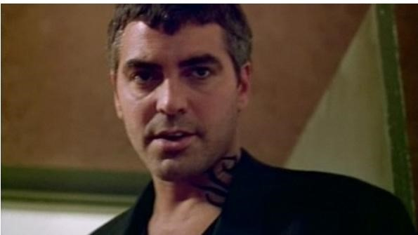 Татуировка в стиле трайбл у Джорджа Клуни