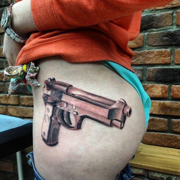 3д пистолет на попе у девушки