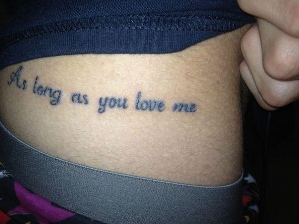 Надпись в виде татуировки у Ромы Желудя