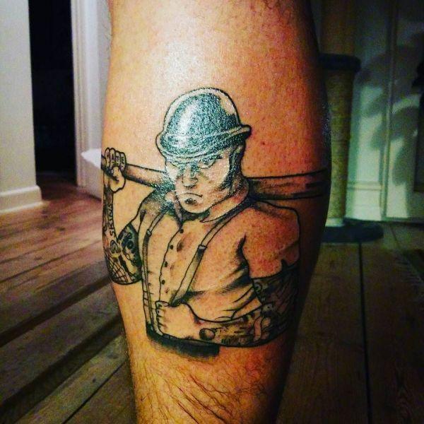 Татуировка скинхеда - человек с битой