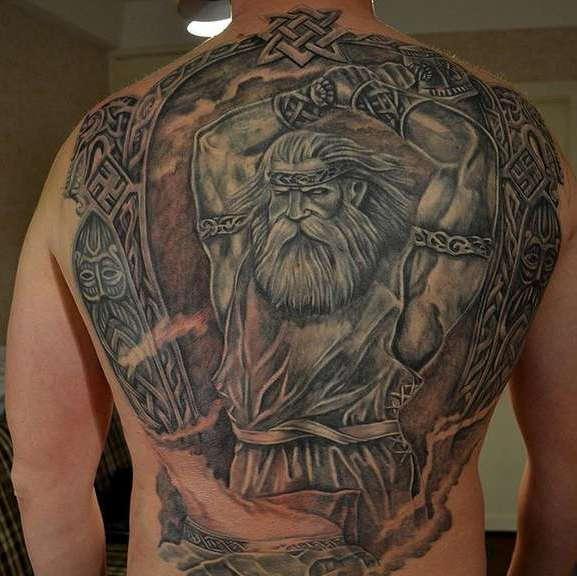 Славянская татуировка мужика на спине