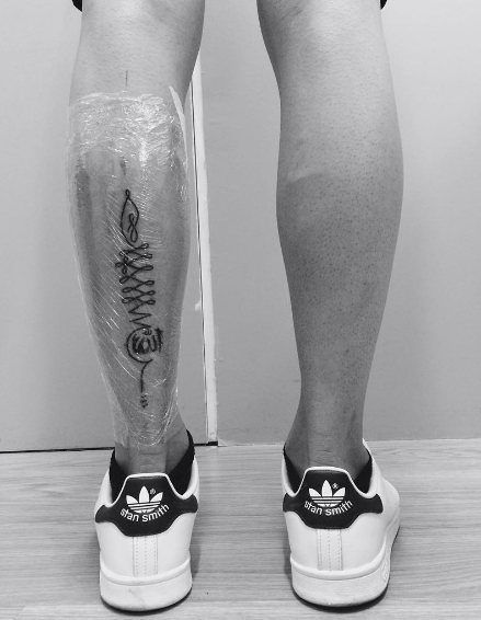 Татуировка на ноге в мусульманском стиле