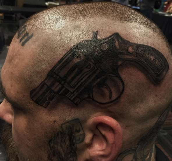 Пистолет на виске