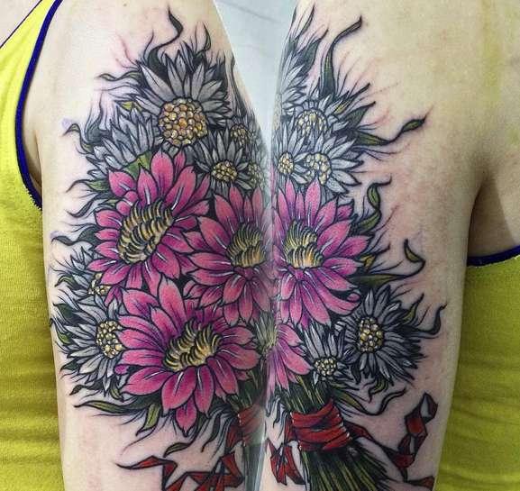 Красивые цветы в виде русской татуировки
