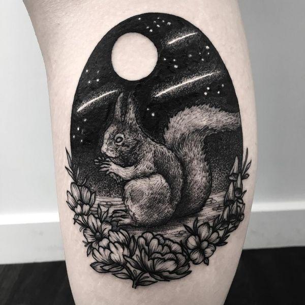 Белка на фоне ночной луны с цветами - чб тату