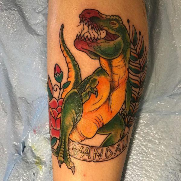 Татуировка зеленого динозавра