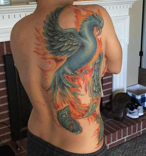 Огненный феникс в пол спины