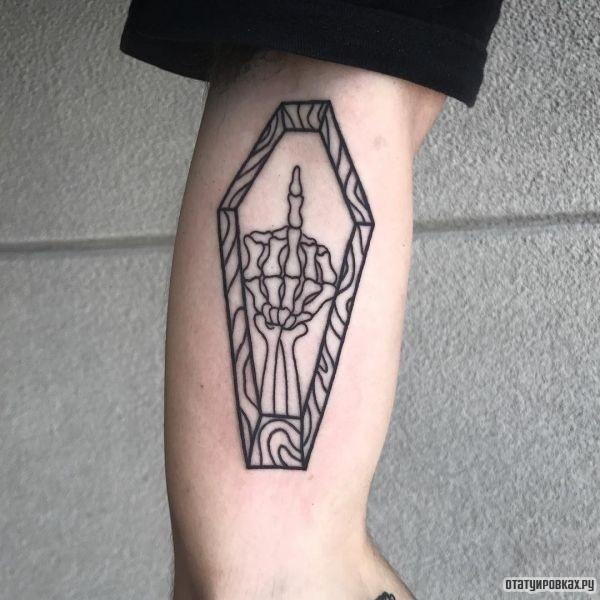 Татуировка гроб, могила