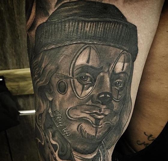 Клоун в стиле Чикано на татуировке