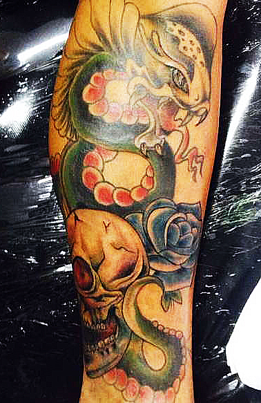 Кобра, череп и роза