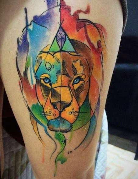 Лев на плече в стиле акварель