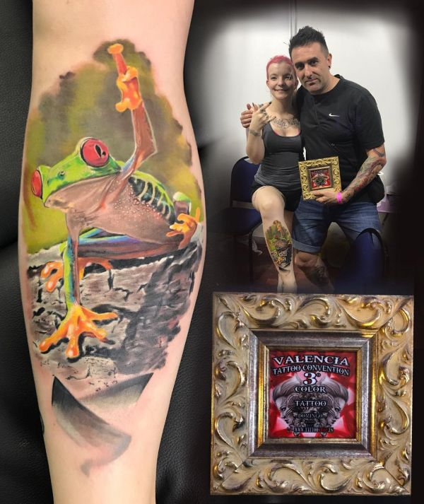 Татуировка лягушки с поднятой лапой