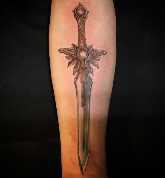 Красивый меч - тату на руке