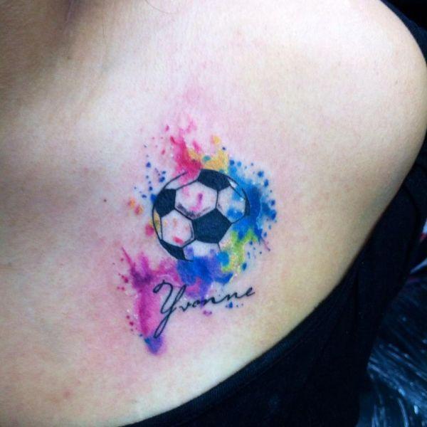 Футбольный мяч в красках в стиле акварель