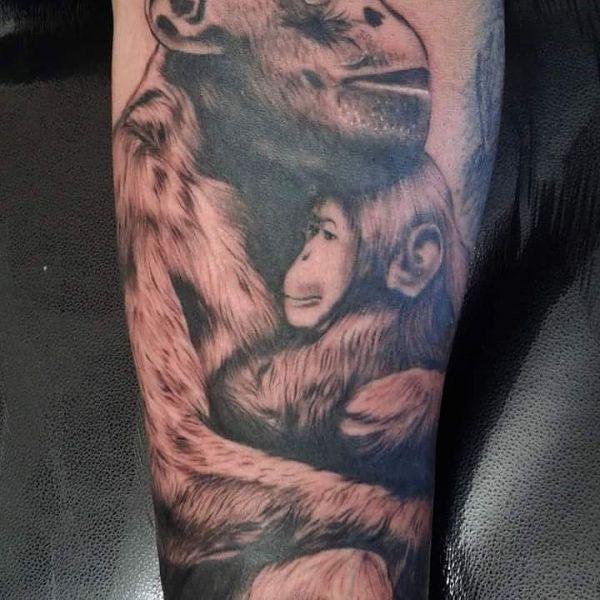 Тату обезьяна с детенышем