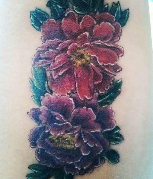 Татуировка пион во всей красе