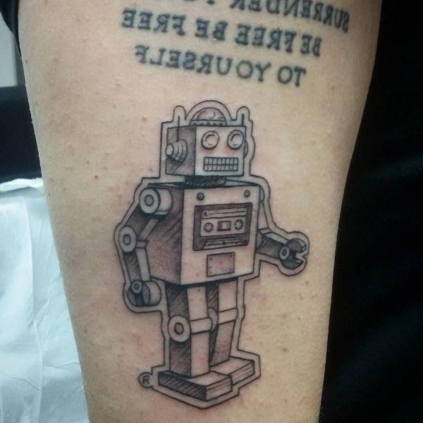 Тату робот с надписью