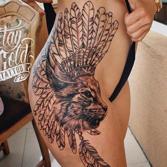 Татуировка рысь сбоку тела, индейский вариант