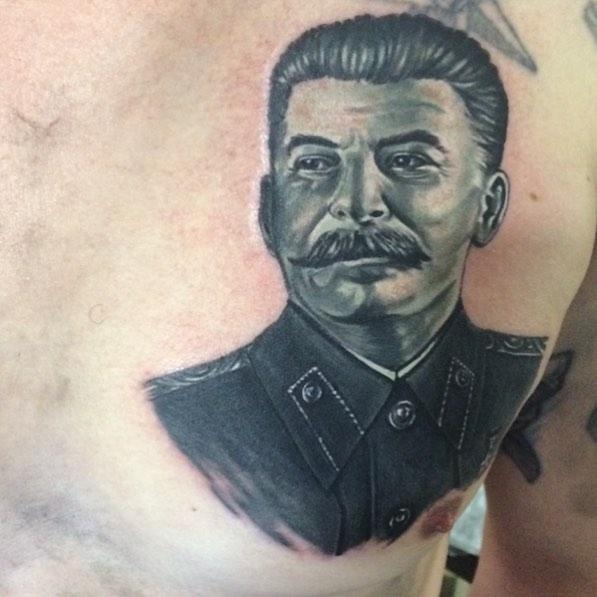 Сталин в чб исполнении в виде тату