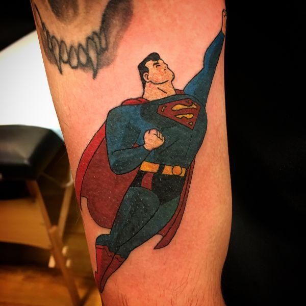 Мультяшный герой супермен в полете