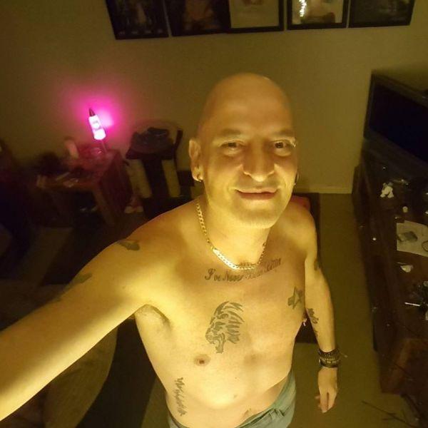 Гей с татуировками на теле