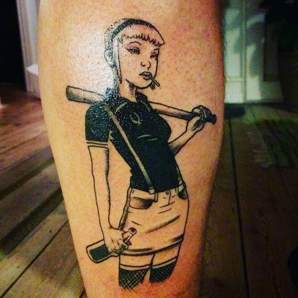 Татуировка скинхеда - девушка с битой