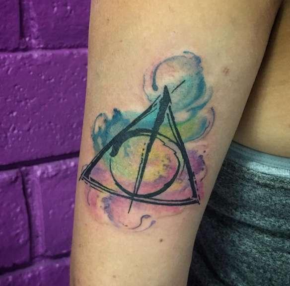 Стиль татуировки акварель на руке