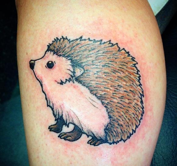 Татуировка маленького ежика в цвете