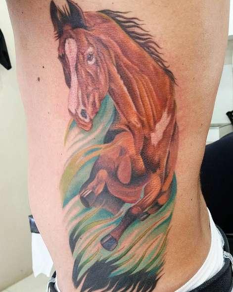 Татуировка лошади в прыжке