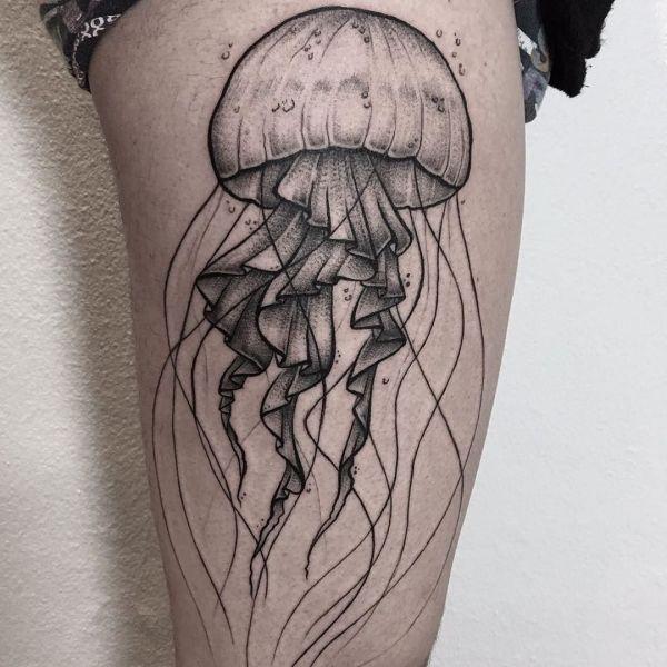 Красивая татуировка медузы