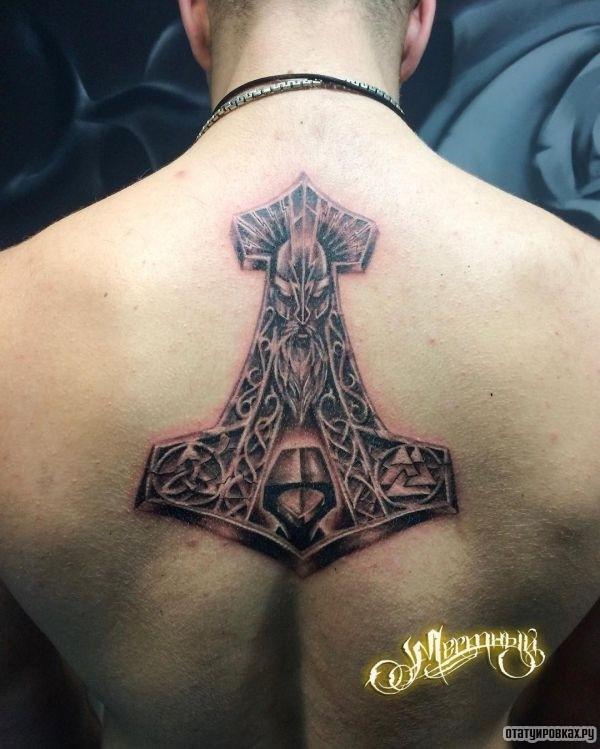 Татуировка молот Тора