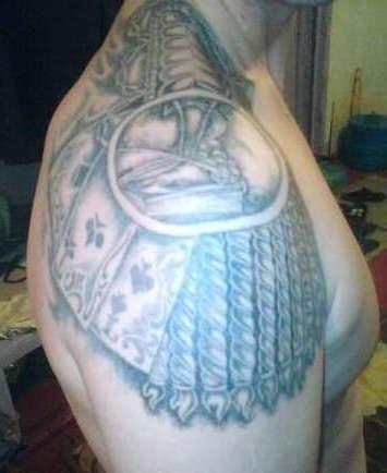 Зоновская татуировка эполета с картами тузами