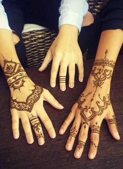 Индийские татуировки на руках хной