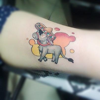 Татуировка в мексиканском стиле на руке