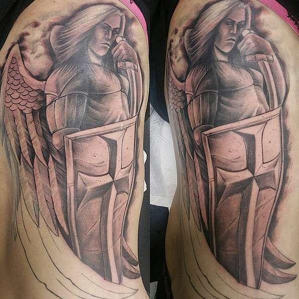Татуировка с изображением Архангела с щитом и мечом в руках